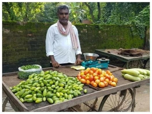 'Balika Vadhu' serial director sells veggies in UP's Azamgarh