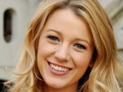 Blake Lively designs charity cupcake