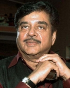 Shatrughan Sinha :It seems Luv is paying a price for being my son: Shatrughan Sinha