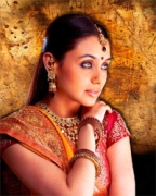 Watch Bollywood films to know Indians: Rani