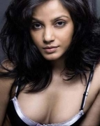 No vulgarity in my bathing scene: Neetu Chandra