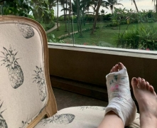 Guess what Twinkle Khanna's daughter wrote on her fractured foot