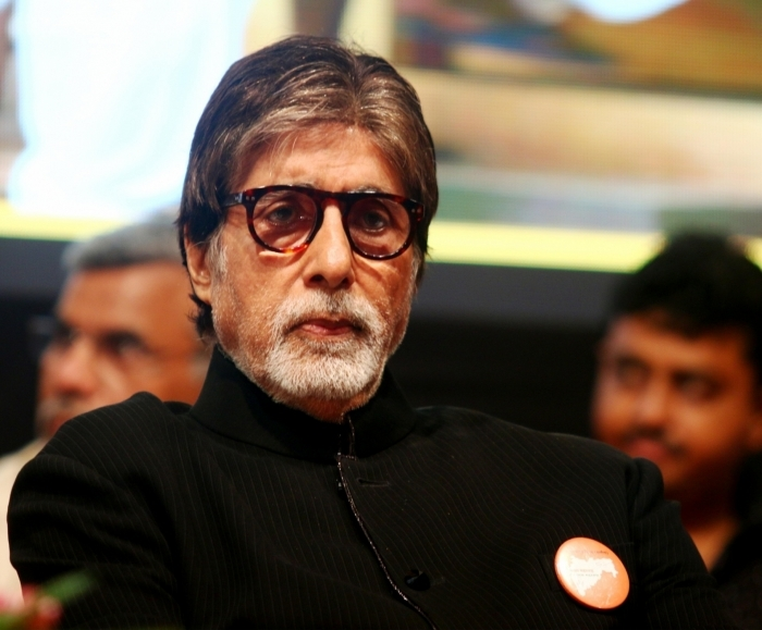 Big B sponsors 10 buses for UP migrants