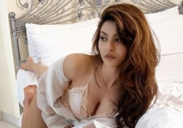 Urvashi Rautela sets the mercury soaring with a bedroom pic