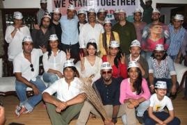 Who all in Bollywood support  Aam Aadmi Party?