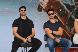 Hrithik, Tiger thrilled as 'War' enters Rs 300 cr-club