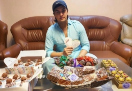 TV Star Mohsin Khan's fans surprise him with sweets, treats