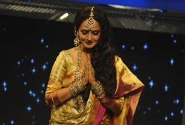 Rekha couldn't accommodate dates for 'Poojai': Director