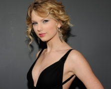 Singer Taylor Swift wants Gomez to pen song on ex?