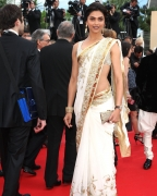 Deepika one-up on Ash in Cannes