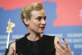 Diane Kruger wears mask, disposable gloves to the grocers