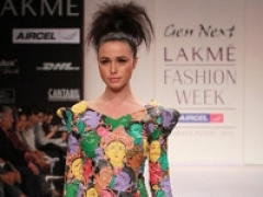 Small town designer impresses at LFW