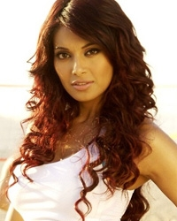 Bipasha launches fitness clothing line