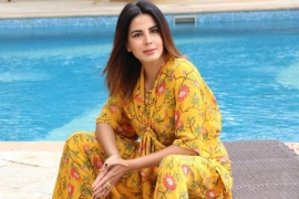 Kirti Kulhari suggests we follow a daily routine during lockdown