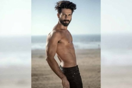 Fans drool over Shahid's shirtless avatar