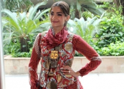 Sonam Kapoor flies off to London amid Covid-19 pandemic