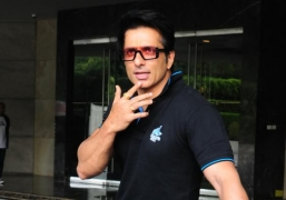 Sonu Sood: We can't show concern for migrants by sitting in AC and tweeting