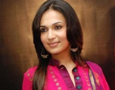 We take Rajinikanth jokes positively: Soundarya
