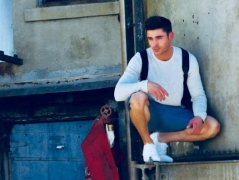 Zac Efron wants to move out of LA